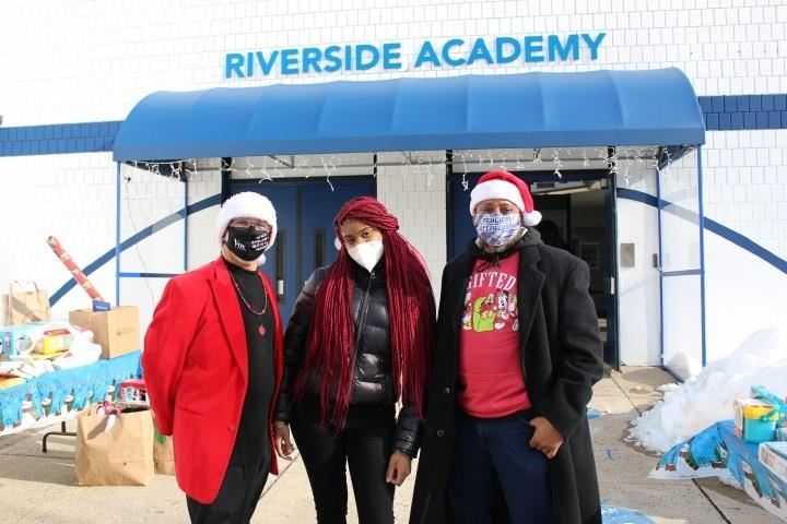 Riverside Rallies To Deliver Xmas